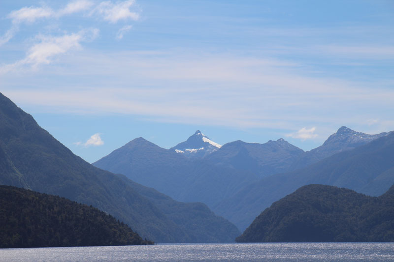Bergpanorama im Seitenarm vom Doubtful Sound