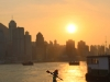Kajaker beim Sonnenuntergang in Hong Kong