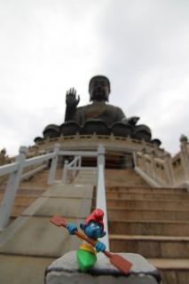 Treppe hoch zur großen Buddah Statue