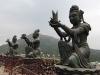 Statuen um den großen Buddah
