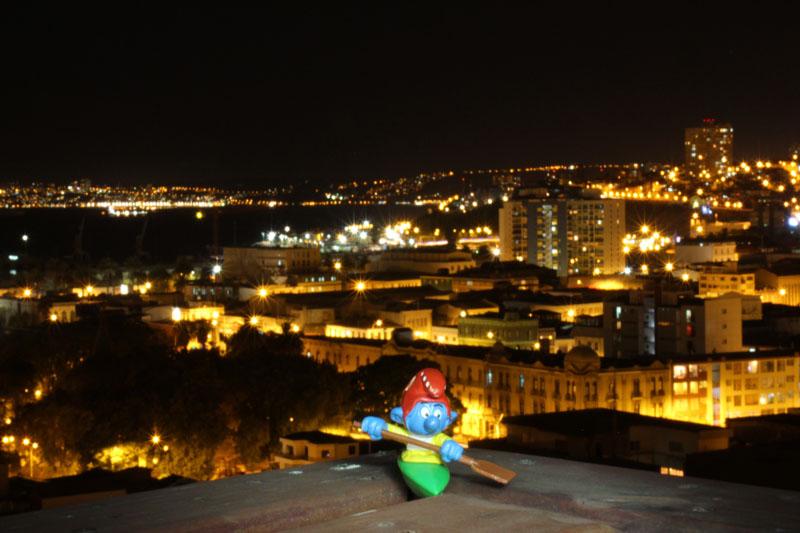 Kajaker auf der Dachterrasse bei Nacht