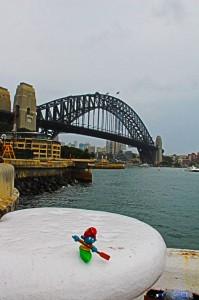 Kajaker und die Sydney Harbour Bridge